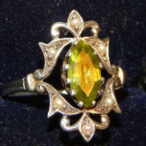 Jewelry - Pretty Petite Peridot & Seed Pearl Ring